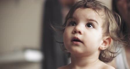 suçsuzluk : 4K Portrait of an extremely cute baby girl. Shot on a cinema camera in RAW.