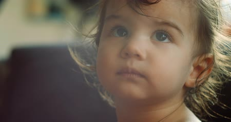 hajápoló : 4K Portrait of an extremely cute baby girl. Shot on a cinema camera in RAW.