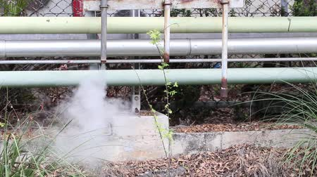 trubka : Smoke and hot steam drainage in Bangpu Industrial Estate, Thailand. Steam valve piping industry. Steam Assisted Gravity Drainage (SAGD) Dostupné videozáznamy