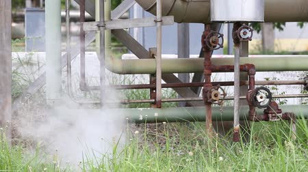 pompki : Smoke and hot steam drainage in Bangpu Industrial Estate, Thailand. Steam valve piping industry. Steam Assisted Gravity Drainage (SAGD) Wideo