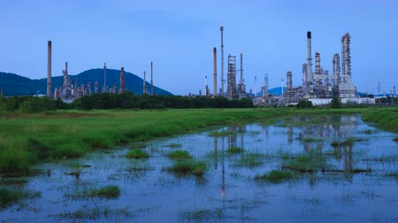 petróleo : 4K Time Lapse : Sriracha Refinery, Laem Chabang, Thailand- October 10, 2016, Petrochemical industrial with landscape background in Si Racha District, Chon Buri , Thailand