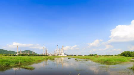 нефтехимический : 4K Time Lapse : Sriracha Refinery, Laem Chabang, Thailand- October 10, 2016, Petrochemical industrial with landscape background in Si Racha District, Chon Buri , Thailand