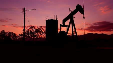 pompki : Silhouette Moving Crude Oil And Petrochemical Products Pumping Stations During Sunset Time. Land oilfield in the Northern of Thailand