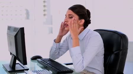 amarrado : Annoyed beautiful businesswoman giving up at office