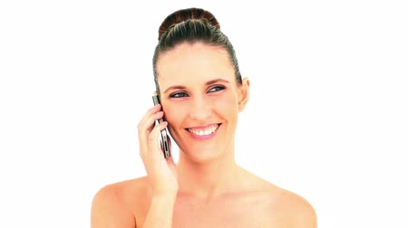 mluvení : Pretty woman answering her smartphone on white background