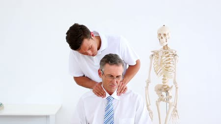 omuzlar : Physiotherapist giving businessman a shoulder massage at the rehabilitation center  Stok Video