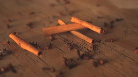 Cinnamon falling on table in slow motion Vídeos
