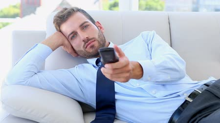 em casa : Businessman sitting on couch watching tv in the office