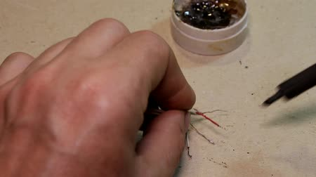 집게발 : tinning wires with a soldering iron, closeup
