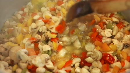 konserve : preserving vegetables for the winter Stok Video