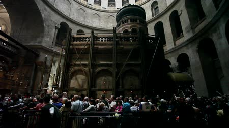 jerozolima : Visitors at the Church of the holy Sepulcher Wideo