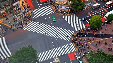 encruzilhada : Time lapse of Shibuya pedestrian crossing also known as Shibuya scramble