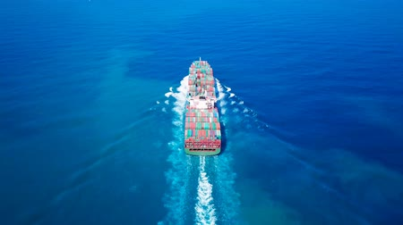 odeslat : Ultra large container vessel (ULCV) at sea - Aerial footage