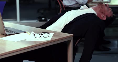 te laat : Footage of tired HR manager. Relaxing on the chair. Late work overtime concept. Stockvideo