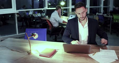 colarinho branco : Working evening in luxury office. HR in black suit sitting at the table and typing on laptop. Late work overtime concept. Stock Footage