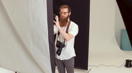 celebrities : Preparation before photographing. Skilled photographer in a studio. Stock Footage