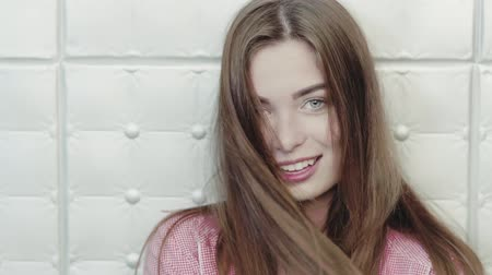 fele olyan hosszú : Half length image on charming girl smiling on camera. Touching hair. Natural beauty concept.