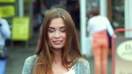 maravilha : beautiful young woman walking on the street. Busy crowd behind. Free time concept. Stock Footage