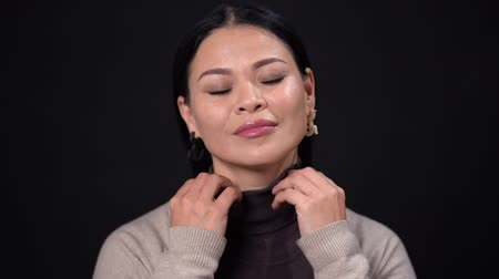 беспокоюсь : Thinking Asian Businesswoman With Serious Look Isolated On Dark Background. Woman In Business Concept. Стоковые видеозаписи