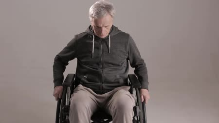 handikap : Disabled Man Suffering From Loneliness. Sitting In Wheelchair And Looking Down. Disability Concept.