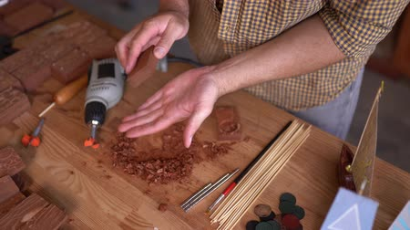 broca : Hands Of A Skilled Joiner Holding An Instrument For Carving Wood. Closeup. Drilling A Deepening In The Wooden Plank. Top View Stock Footage