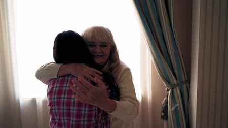 yoğunlaşma : Happy Aged Mother Huggs her Daughter at Home. Warm Family Relations. Slow Motion Video Stok Video