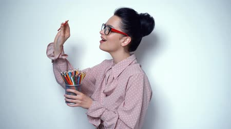 művelt : Office Girl Posing in Studio with Set of Pencils of Different Colors. Sexy Attractive Girl in Spectaculars Posing for Camera Smiling
