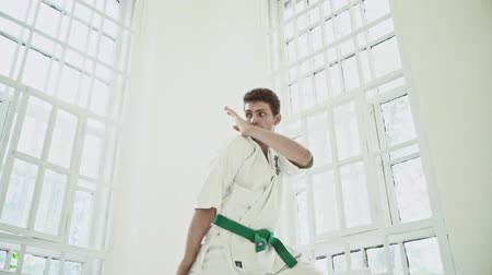 quimono : Strong Male In White Kimono With Green Belt Trains Standing In Defending Position. Karate Concept. Vídeos