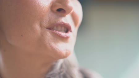 söylemek : Close-up Of a Speaking Woman Mouth