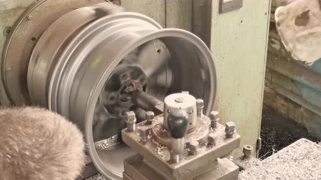 iş istasyonu : The Process Of The Cutting Rim Center Bore From The Small Diameter To The Bigger One. Next Stage Stok Video