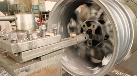 balanceamento : The Process Of The Cutting Rim Center Bore From The Small Diameter To The Bigger One Stock Footage