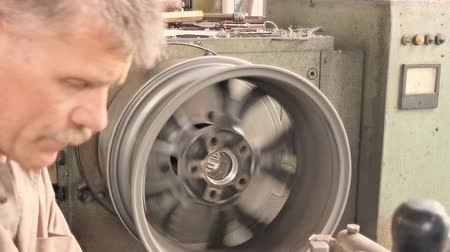 iş istasyonu : The Middle- aged Turner Cleans And Measures The Rim Center Bore With The Inside Calipers. Close-up Shot
