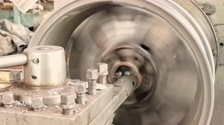 csavarkulcs : The Process Of The Cutting Of The Rim Center Bore From The Small Diameter To The Bigger One. The Formation Of Steel Cuttings. Close-up Shot Stock mozgókép