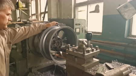 スパナ : The Elderly Turner Rotates The Alloy Wheel Rim Installed On The Turning Workstation