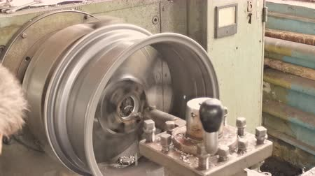 alaşım : The Process Of The Cutting Rim Center Bore From The Small Diameter To The Bigger One Stok Video