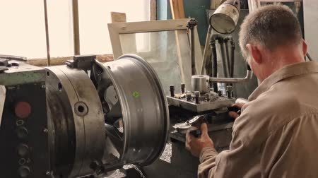 alaşım : The Elderly Grey-haired Turner Works At The Turning Workstation In The Fabrication Shop.