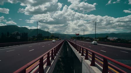 osiemnastka : Truck traffic on a high bridge Wideo