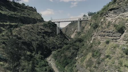 ravina : Andes, canyon. bridge Stock Footage