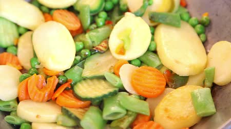 hiss : Closeup of frying vegetable mix with selective focus Stock Footage