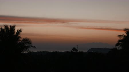 túlcsordulás : accelerated video of sunset, sunrise in jungle. rainbow on the horizonte. time lapse clouds Change sky