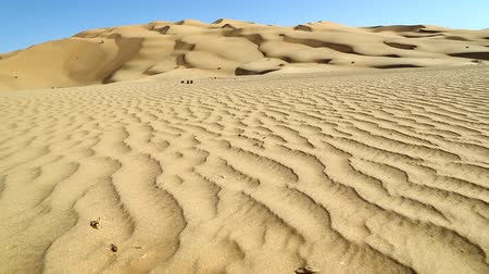 дюна : deset sand dunes in Oman and abstract movement of the wind