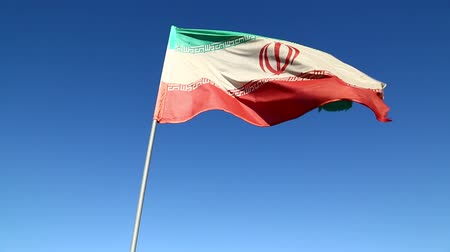 bandeira : iran iranian flag waving in the blue sky and wind Vídeos