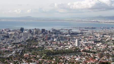 столовая гора : in cape town south africa city skyline from table mountain ocean sky and house