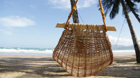 гамак : in philippines view from hammock near an ocean beach and sky concept of relaxation