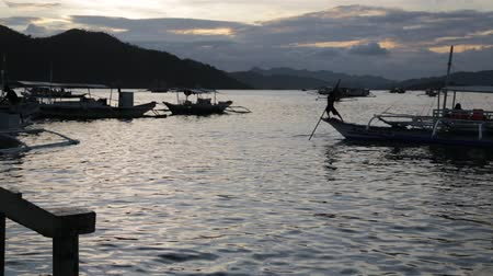 críquete : blur in coron philippines the pier boat full of people working for tourist near the antique village Stock Footage