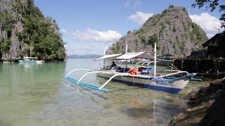 críquete : in philippines people near the beautiful beach and typical boats like paradise concept