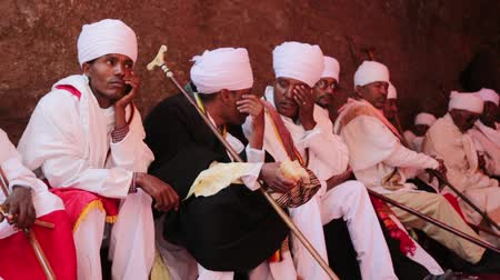 yanliŞ : ETHIOPIA, LALIBELA-CIRCA JANUARY 2018 - unidentified priests in the genna celebration Stok Video