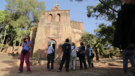 pacífico : ETHIOPIA, TIGRAY-CIRCA JANUARY 2018 - unidentified tourist near the old church Stock Footage