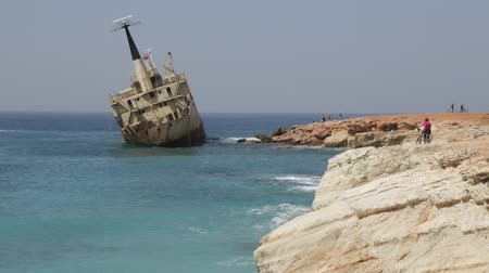 kypr : CYPRUS, PAPHOS-CIRCA APRIL 2018 - the abandoned boat in the coastline