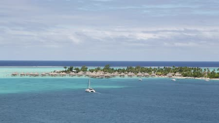 Полинезия : in polynesia rangiroa the pink sands of the coastline like paradise concept and relax.